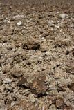 Prospettiva del terreno argilloso dell'aratro dell'aratro di agricoltura Immagine Stock Libera da Diritti