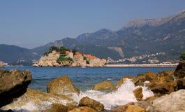 Prospettiva dell'isolotto di Sveti Stefan, Montenegro fotografia stock libera da diritti