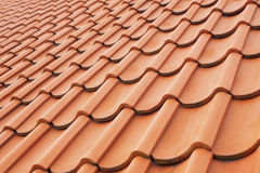 Prospettiva della priorità bassa delle mattonelle di tetto rosse Immagini Stock Libere da Diritti