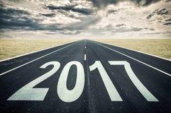 2017 prospettiva della strada, nuvole scure Immagini Stock