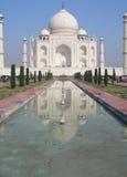 Prospettiva iconica del mausoleo di Taj Mahal Fotografie Stock Libere da Diritti
