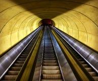 Prospettive della metropolitana, istantanea in scale mobili immagine stock libera da diritti