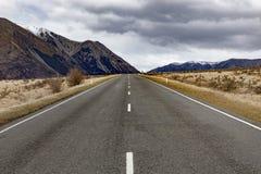 Prosta autostrada w Arthur przepustki parku narodowym jeden najwięcej popularnego podróżnego miejsce przeznaczenia w nowym Zealan obraz stock