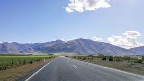 Prosta droga w Nowa Zelandia scenicznej autostradzie obraz royalty free