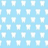 Prosta kreskówka zębu wzoru hite sylwetka na błękitnym tle, zęby, ilustracyjna ikona, loga pierwszy ząb Medyczny wklęśnięcie ilustracji