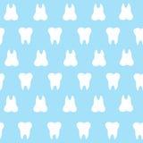 Prosta kreskówka zębu wzoru hite sylwetka na błękitnym tle, zęby, ilustracyjna ikona, loga pierwszy ząb Medyczny wklęśnięcie royalty ilustracja
