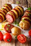 Prosta przekąska kartoflani skewers z kiełbasianym salami i zieleni oni Zdjęcie Stock