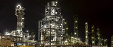Prosta rafineria przy nocą Obraz Royalty Free
