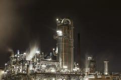 Prosta rafineria przy nocą Fotografia Stock