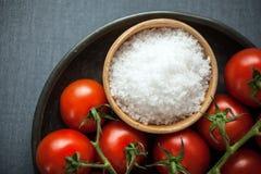 Prostacki naturalny morze lub rockowa sól dla gotować Obrazy Stock