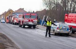 Prostejov representante o 28 de janeiro checo - polícia, oficial do tráfego que conduz o tráfego em um lugar da ação da luta cont Imagens de Stock Royalty Free