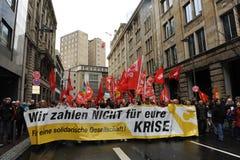 Prostest mot banker och eurokris royaltyfria bilder