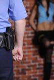 Prostituta do atraso do oficial de polícia Foto de Stock