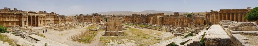 Prostokątny Wielki sąd Ruiny Romański miasto Heliopolis lub Baalbek w Beqaa dolinie baalbek Lebanon fotografia stock