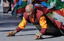 Prostrating monk 3 Royalty Free Stock Images