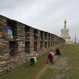 Prostration de dévotion au Thibet Image libre de droits