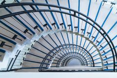 Prosty nowożytny półkole schody fotografia stock