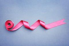 Prosty różowy faborek na koloru tle Zdjęcia Stock