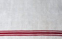 Prosty samodziałowy bieliźniany ręcznik z czerwonymi lampasami Zdjęcia Stock