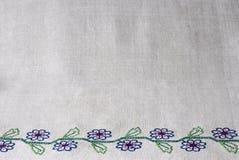 Prosty samodziałowy bieliźniany ręcznik z ręki broderią Zdjęcie Royalty Free