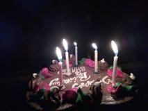 Prosty urodzinowy tort z blaskiem świecy Obrazy Royalty Free