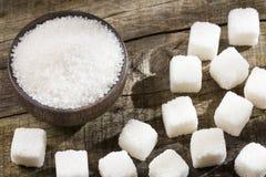 Proszek i sześciany dystyngowany cukier obrazy stock