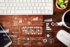Protégé avec le poste de travail photographie stock libre de droits