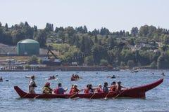 Protégez la cérémonie de flotille et d'eau d'admission photo stock