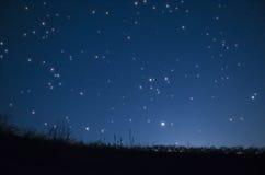 Protagoniza no céu noturno imagens de stock
