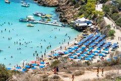 PROTARAS, CHYPRE - vue de plage de Konnos Image stock