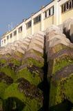Proteção da parede da defesa de mar Fotografia de Stock