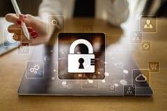 Proteção de dados, segurança do Cyber, segurança da informação Conceito da tecnologia do Internet Fotos de Stock