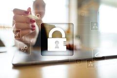 Proteção de dados, segurança do Cyber, segurança da informação Conceito da tecnologia do Internet Imagem de Stock