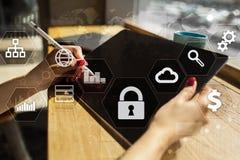 Proteção de dados, segurança do Cyber, segurança da informação Conceito do negócio da tecnologia Foto de Stock