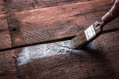 Proteção de madeira com conservante Fotografia de Stock Royalty Free