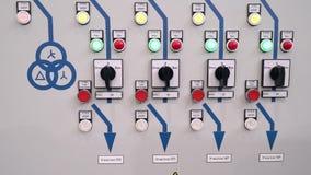 Proteção do armário de controle e parada programada automática Indicadores e ligar a parte dianteira do armário elétrico texto video estoque