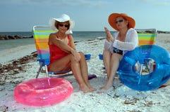 Proteção sênior do sol das mulheres fotografia de stock
