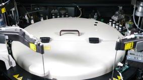 Proteção sanitária humana Analisador clínico da química de sangue no trabalho O processo automatizado de amostras biológicas pesq filme