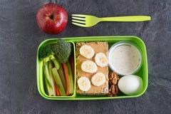A proteína e o veg saudáveis fazem dieta a caixa do petisco para o almoço Foto de Stock