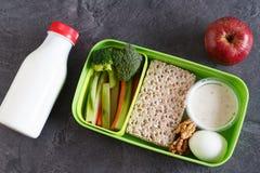 A proteína e o veg saudáveis fazem dieta a caixa do petisco para o almoço Foto de Stock Royalty Free