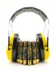 Protección auditiva amarilla y correa de la munición del camuflaje Foto de archivo libre de regalías
