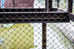 Protección de acero encerada de la malla del conducto negro Fotografía de archivo libre de regalías