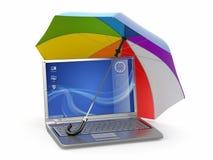 Protección de la información. Computadora portátil y paraguas Foto de archivo