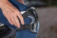 Protección de la rodilla de Inliner Foto de archivo libre de regalías