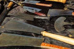 Protección de seguridad práctica de la herramienta del arma del hacha de la batalla de vikingo de la guerra del herrero medieval  fotos de archivo