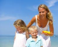 Protección de Sun en la playa Fotografía de archivo