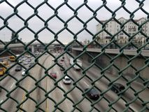 protección del Anti-suicidio en el puente fotos de archivo