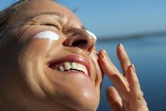 Protección del cáncer de piel de la protección solar imagen de archivo