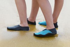 Protección del calzado de la agua de mar fotografía de archivo libre de regalías