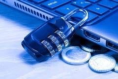 Protección para el ordenador - cerradura del número Foto de archivo libre de regalías